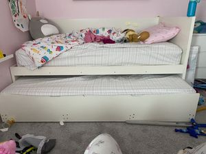 Daybed with trundle and mattresses for Sale in Maple Valley, WA