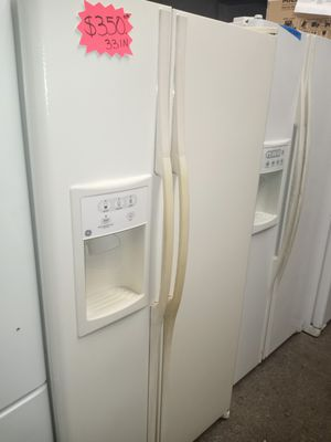 GE SIDE BY SIDE DOORS FRIDGE 33IN WORKING PERFECT W/4 MONTHS WARRANTY for Sale in Baltimore, MD
