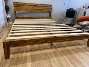 Queen size bed frame for Sale in Livermore, CA