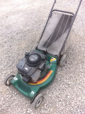 It's a Murray 5. 0 push lawn mower for Sale in Ceres, CA