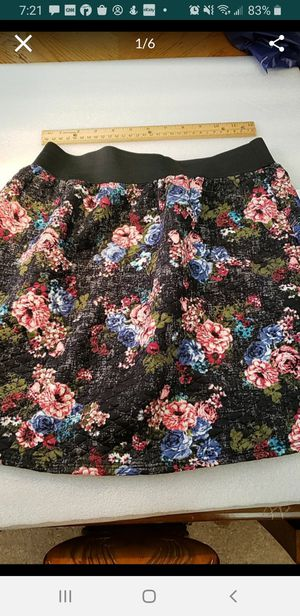 Peoria az Joe Benbasset floral skirt juniors medium new please read description for pick up location options for Sale in Peoria, AZ