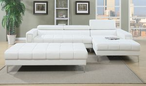 Beautiful 2PC sectional sofa with extra large cocktail ottoman for Sale in Fresno, CA