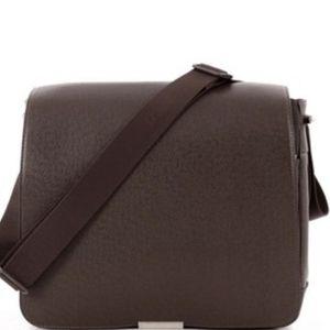 Authentic Louis Vuitton Messenger Bag for Sale in Houston, TX