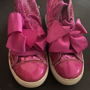 Jojo Siwa Shoes With Bow Size 2 for Sale in Upper Marlboro, MD