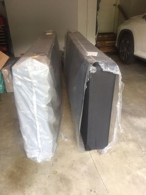 King Box Spring (2 Twin) for Sale in Oregon City, OR