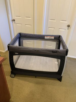 Chicco Baby Pack n Play w/ Bassinet and Mobile for Sale in Chula Vista, CA