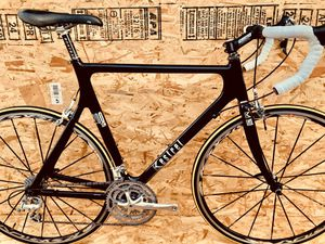 Kestrel 200 SCI, Carbon Fiber Road Bike, Shimano Ultegra, Mavic Ksyrium, 56cm for Sale in Lawndale, CA