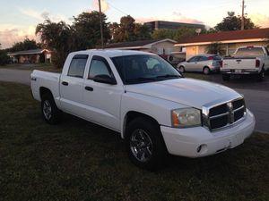 2006 Dodge Dakota 4X4 Crew Cab! for Sale in Pembroke Pines, FL