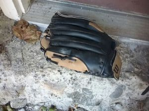Wilson softball glove, good condition for Sale in Ansonia, CT