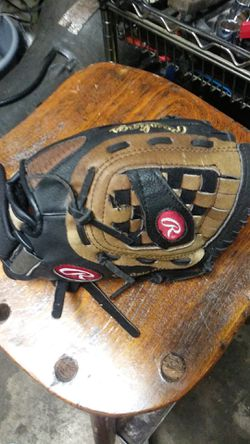 """Kids Rawlings 11"""" baseball glove for Sale in Indianapolis,  IN"""