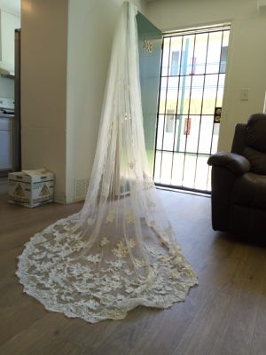 Wedding dress and veil for Sale in Paramount, CA