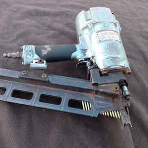 Hitachi NR83A2 3-1/4 Inch Round Head Nailer for Sale in Moses Lake, WA