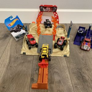 Monster Jam Track Set With Accessories for Sale in Washougal, WA
