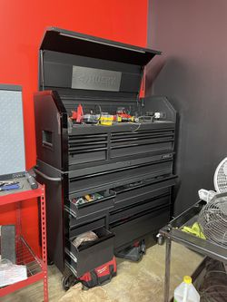 Husky Tool Box for Sale in St. Louis,  MO
