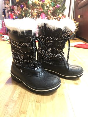 Girl's Snow boots Size 2 for Sale in Avon, CT