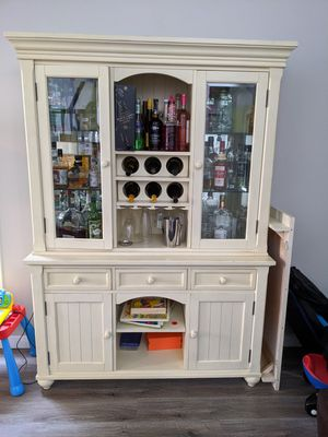 Matching hutch and kitchen table for Sale in Everett, WA