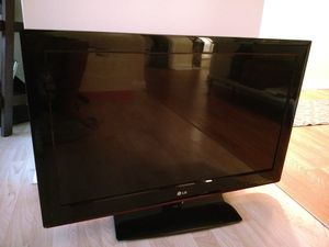 LG TV 32 inch for Sale in Gaithersburg, MD