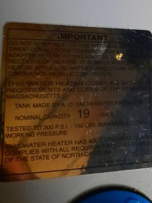 19 gallon hot water heater for Sale in Ocklawaha, FL