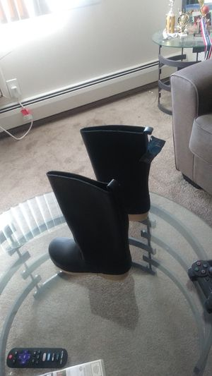 Sven size 8 and women boots asking for a hundred bucks or best offer for Sale in Shelby Charter Township, MI