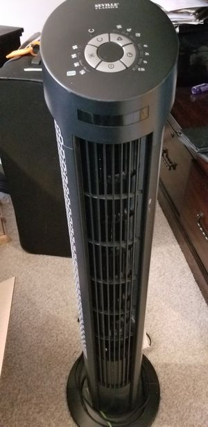 "40"" Tall Oscillating Fan, with remote, 4 Speeds, fully functional, excellent condition. for Sale in Fairfax, VA"