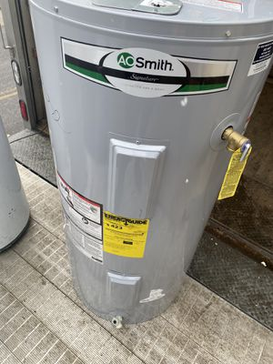 Electric water heater good shape free drop off for Sale in Richmond Heights, OH