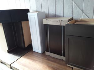 KITCHEN CABINETS DIFFERENT SIZES AND COLORS $25 A PIECE for Sale in Phoenix, AZ