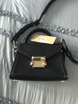 Michael Kors mini messenger leather bag for Sale in Laguna Beach, CA
