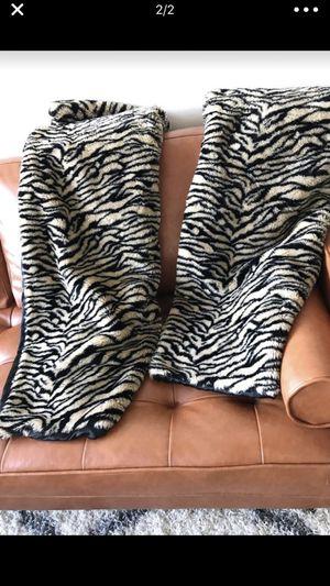2 faux fur throw blankets for Sale in McLean, VA