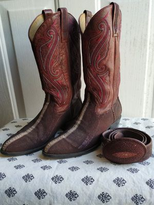 Genuine Stingray Boots w/matching belt Maroon for Sale in Pflugerville, TX