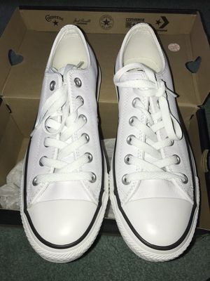 Low top all white Converse for Sale in Manalapan Township, NJ