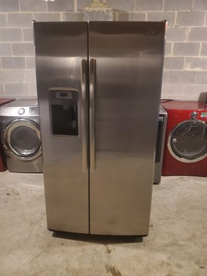 GE Refrigerator 36inches for Sale in Charlotte, NC