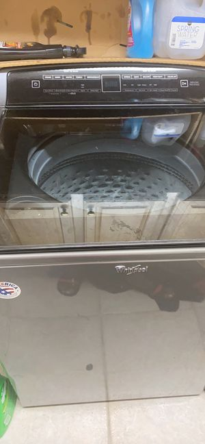 Whirlpool washer and dryer set for Sale in Columbia, SC