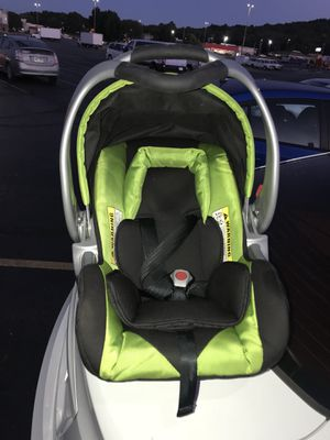 Baby car Seat barely used. for Sale in Fayetteville, AR