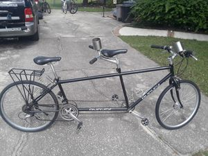 """Burley Zydeco Tandem 24 speed bike, 21"""" and 16"""" frame sizes respectively, 26"""" hybrid tires. for Sale in Wesley Chapel, FL"""