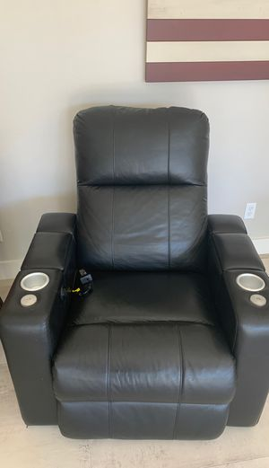 Eletric recliner chair for Sale in Oceanside, CA