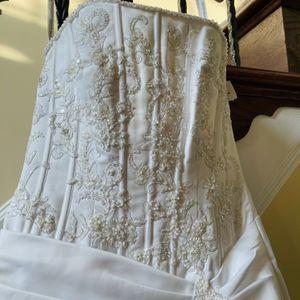 New elegant Wedding Dress Retail Price $700 for Sale in Haymarket, VA