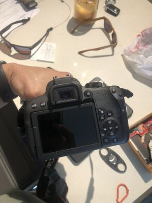 Canon rebel t7i like new condition. Lens included 18-55 for Sale in Miami, FL