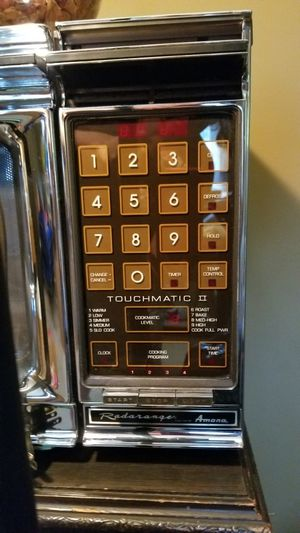 Amana Radarange Touchmatic II microwave oven for Sale in Des Plaines, IL