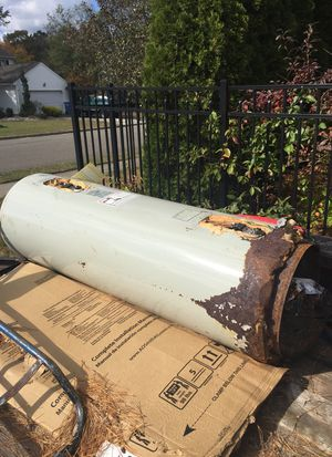 Scrap electric hot water heater! Calling all scrappers! FREE for Sale in Lakehurst, NJ
