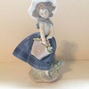 LLadro Pretty Pickings Girl With Flower Basket #5222 Ceramic Figurine Spain for Sale in Lake Stevens, WA