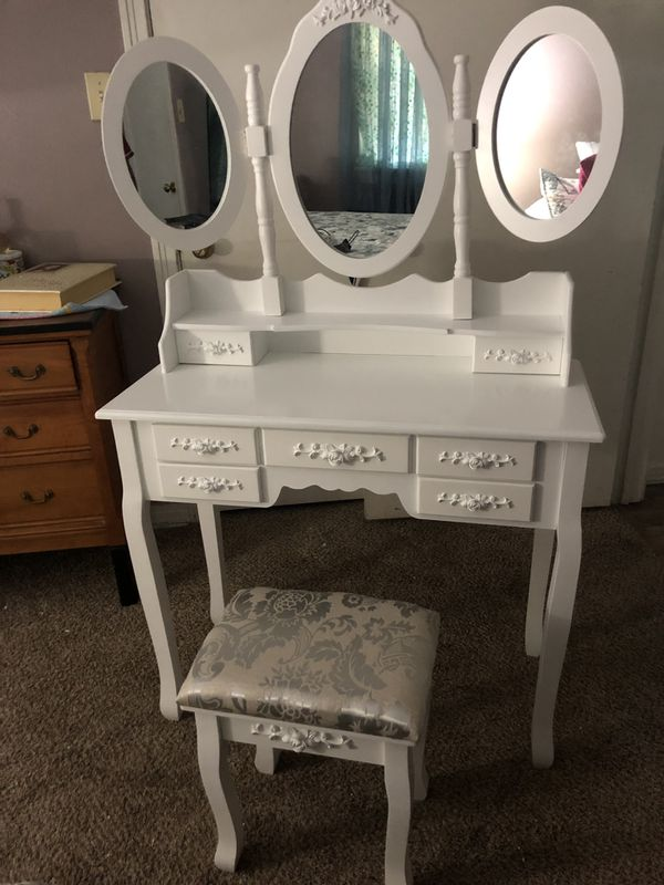 Make-up Vanity (Brand New)