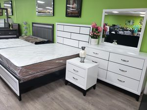 4pc queen size bedroom set. Financing available with ZERO down and ZERO interest for Sale in Las Vegas, NV