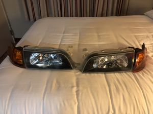 93-97 toyota corolla head light for Sale in Williamsport, PA