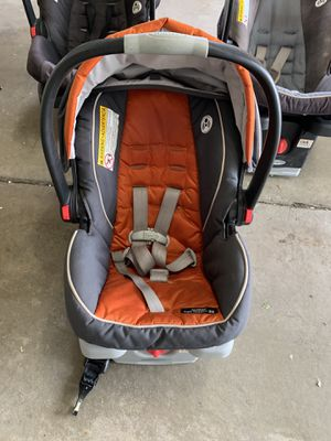 Snugride Quick Connect 35 car seat and base for Sale in Littleton, CO