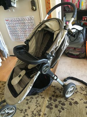 City Mini Stroller System. It comes with a Bassinet, and some other accessories such handrail, food tray for later, sleeping bag to keep the baby wa for Sale in Los Angeles, CA