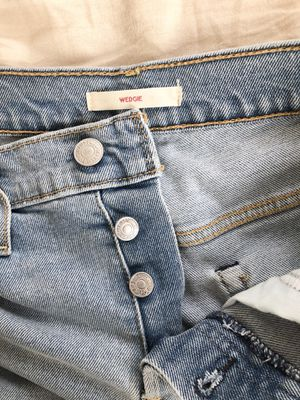 Levi's wedgie ankle jean size 26 for Sale in Los Angeles, CA