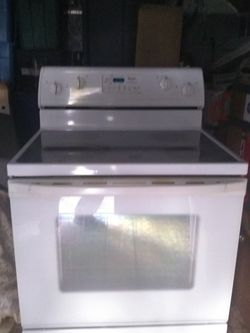 Whirlpool Electric Range - Used - Glass Top for Sale in Caldwell,  ID