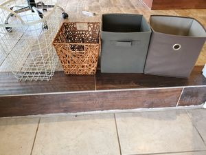 4 storage containers $2 each for Sale in Longwood, FL