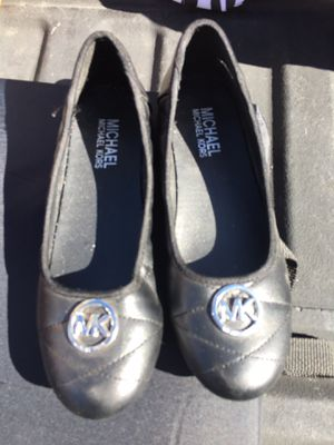 Michael Kors Size 5 girls' black for Sale in Castro Valley, CA