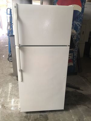 Refrigerator brand GE everything is good working condition 90 days warranty delivery and installation for Sale in San Leandro, CA